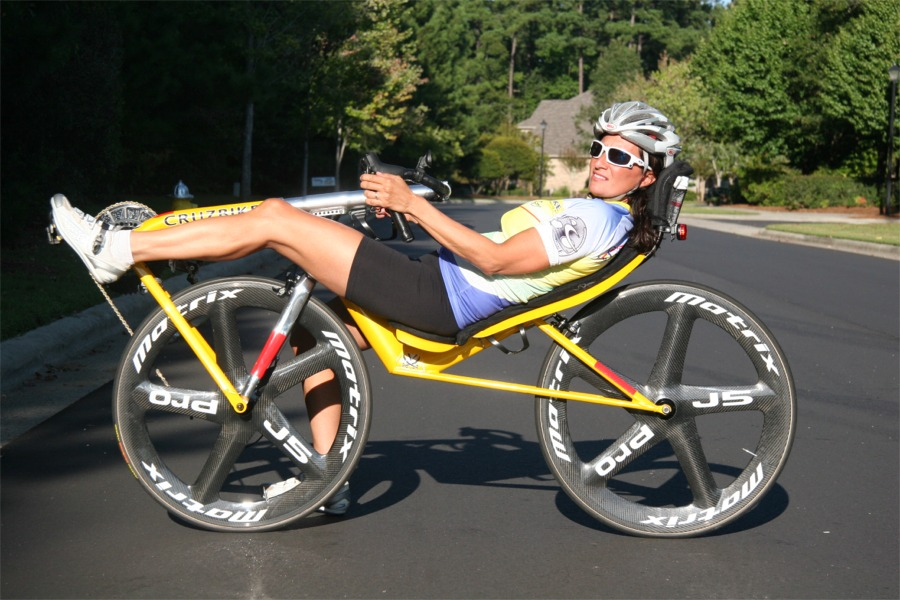 Maria_Parker_posing_on_the_Cruzbike_Vendetta_recumbent_bicycle